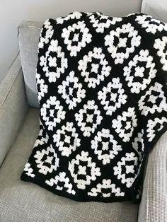 The Mabel Blanket Crochet pattern by Meghan Ballmer - Granny Square Crochet Puff Flower, Crochet Flower Patterns, Crochet Blanket Patterns, Crochet Designs, Crochet Flowers, Knitting Patterns, Granny Square Crochet Pattern, Crochet Squares, Crochet Granny