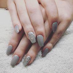 #silvergrey #nails