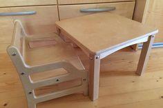 SILLA y mesa Montessori del 6to mes.   Silla y mesa de Montessori están ayudando a independencia de la forma en los bebés desde el día en que comienzan a sentarse en el.  Muebles y materiales Montessori están diseñados para que los bebés pueden llegar a la flor y se sienten más seguros en el mundo de los adultos.  Esta silla y la mesa están ayudando a los padres a enseñar a bebé a comer por su cuenta. También son excelentes para otras actividades de la mesa.  ¡Ayudamos a los niños a hacer…