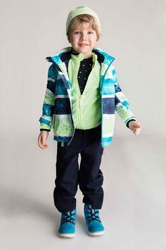 Sweeten jacket, Hazelnut fleece jacket, Kuper shirt, Timmi pants and Wetter shoes.