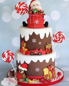 Santa, bag, toys, and candy make this a fun Christmas cake design Christmas Birthday Cake, Christmas Wedding Cakes, Christmas Cupcakes, Christmas Sweets, Holiday Cakes, Noel Christmas, Christmas Baking, Cake Birthday, Christmas Cake Designs