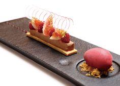 Restaurant La Fines-Shinbashi Area, Desserts, Dessert or Art? Creative Desserts, Fancy Desserts, Gourmet Desserts, Plated Desserts, Gourmet Recipes, Delicious Desserts, Masterchef Recipes, Beautiful Desserts, Dessert Decoration