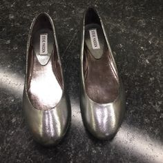 Steve Madden Heaven Flats Cute silver flats- excellent condition! z#0303 Steve Madden Shoes Flats & Loafers