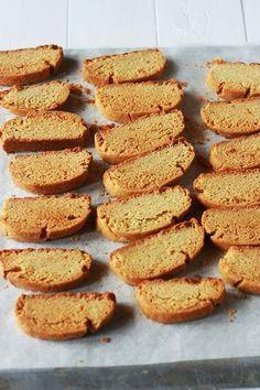 cookmegreek: Paximádia portokaliou - orange and olive oil vegan biscotti Greek Sweets, Greek Desserts, Greek Recipes, Vegan Desserts, Vegan Recipes, Fodmap Recipes, Vegan Treats, Paximathia Recipe, Cypriot Food