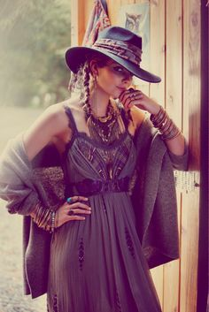 boho free people look awesome fall weather trends Look Hippie Chic, Hippy Chic, Gypsy Style, Hippie Style, Bohemian Style, Boho Chic, Modern Hippie, Hippie Bohemian, Boho Gypsy