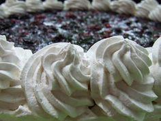Mascarponés joghurttorta, vegye bogyós gyümölcsökkel Icing, Cabbage, Pie, Vegetables, Food, Torte, Cake, Meal, Fruit Pie
