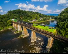 High quality photograph of Norfolk Southern EMD # NS 1072 at Bluff City, Tennessee, USA. Bluff City, Southern Railways, Norfolk Southern, Train Engines, Bridges, Drawing Ideas, Tennessee, Trains, Transportation
