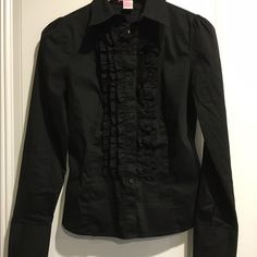 Women's Collard Black Blouse. Small. Great blouse for work or paired with jeans. Black, full front button down, buttoned wrists, ruffled front for extra style. 70%Cotton, 25%Polyester, 4%Spandex. Slightly worn. Great fit and good condition. Pixie Hopkins Tops Blouses