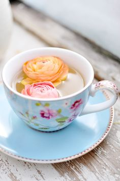 Tea with a dash of ranunculus flowers