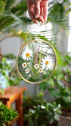 A Comprehensive Overview on Home Decoration - Modern Diy Resin Art, Diy Resin Crafts, Diy And Crafts, Arts And Crafts, Pressed Flowers Frame, Pressed Flower Art, Flower Frame, Deco Nature, Deco Floral