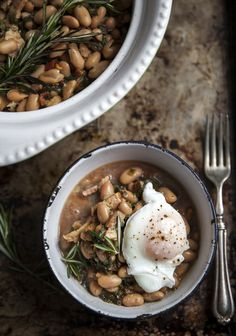 Stew of white beans, chard, bacon & poached eggs Vegetable Recipes, Vegetarian Recipes, Cooking Recipes, Healthy Recipes, Bette, Brunch, Bean Stew, Kale And Spinach, Poached Eggs