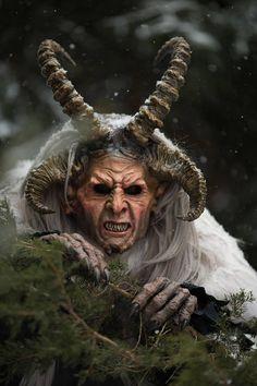 Krampus the Christmas Devil Demon Mask Perchten Masken - Limited Edition Arte Horror, Horror Art, Xingu, Renaissance, Arte Disney, 3d Wall Art, Halloween Disfraces, Paint Schemes, Dark Art