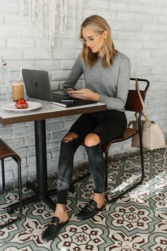 Fashion Jackson 9 ways to be productive working from home Casual Outfits, Cute Outfits, Fashion Outfits, Fashion Tips, Mom Fashion, Coffee Shop Aesthetic, Fashion Jackson, Home Outfit, Work Casual