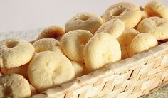 Biscuits That Melt In Your Mouth Portuguese Sweet Bread, Portuguese Recipes, Four, Baking Recipes, Sweet Recipes, Love Food, Breakfast Recipes, Food And Drink, Yummy Food