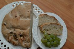 Weintraubenbrot - Genau richtig im Herbst wenn es frische Weintrauben gibt ist dieses fruchtige Brot. Passt sehr gut zur Jause mit Käse und Weintrauben.