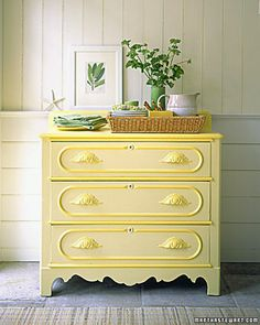 yellow dresser with a darker yellow trim (plus other DIY painted furniture projects) Yellow Painted Dressers, Yellow Dresser, Yellow Drawers, Painted Chest, Painted Wood, Furniture Projects, Furniture Makeover, Diy Furniture, Modern Furniture