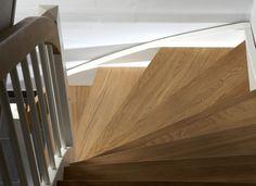 L-trappa med steg och handledare i oljad ek. Stockholm, Stairs, Wood, Inspiration, Biblical Inspiration, Stairway, Woodwind Instrument, Timber Wood, Staircases