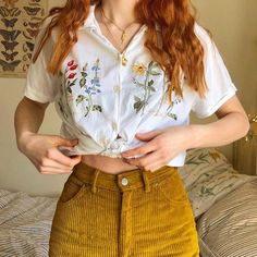 Shirt With Flowers And Pants # hemd mit blumen und hosen Shirt With Flowers And Pants # Crop Top outfits. outfits With Black Jeans. Indie Outfits, Retro Outfits, Cute Casual Outfits, Vintage Outfits, Summer Outfits, Fashion Outfits, Fashion Vintage, Girl Fashion, 80s Fashion