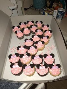 made Minnie Mouse cupcakes for a little girl's birthday today! : BakingI made Minnie Mouse cupcakes for a little girl's birthday today! Minni Mouse Cake, Minnie Mouse Theme Party, Minnie Mouse Birthday Cakes, Mickey Mouse Birthday, Minnie Mouse Cupcake Cake, Mini Mouse Party Favors, Minnie Mouse Birthday Decorations, Minnie Mouse Balloons, 2nd Birthday Party For Girl