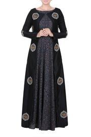 Salwar Kameez – Page 7 – Salwar Kameez Online Patiala Dress, Indian Salwar Kameez, Salwar Kameez Online, Anarkali Suits, Punjabi Suits, Indian Dresses, Designer Collection, Cold Shoulder Dress, Elegant