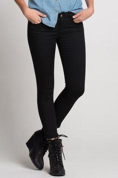 Bu skinny pantolon bayramda en çok giyceğim kıyafet olur sanırım.hırkalar,ceketler,ve gizli topuklu spor ayakkabı gibi her tür kıyafetle kullanırım