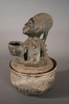 (Er)inle Pot with Otin. Arte Tribal, Tribal Art, African Pottery, Afrique Art, Ceramic Pots, Orisha, African Masks, African Culture, African Design