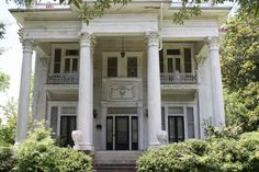 southern home...needs painting but is still a beauty...would love to restore a house like this...my dream :)