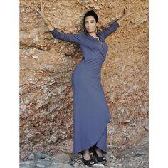 Długa, kobieca i wygodna sukienka dżersejowa. Do zamówienia w dowolnym rozmiarze i kolorze w butiku Łatka fashion.