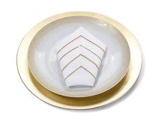 Essenciais às refeições, os guardanapos podem conferir charme extra à mesa. Confira as dicas para decorar e servir seus convidados em grande estilo.