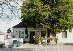 Willkommen beim Gasthaus zum Grünen Baum :: www.gasthauszumgruenenbaum.at Outdoor Decor, Home Decor, Crying, Tree Structure, Decoration Home, Room Decor, Home Interior Design, Home Decoration, Interior Design