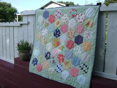 life, quilts and a cat too: Day 5 Hexie Queen Blog Hop---my day!