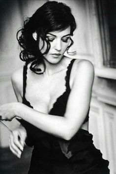 """""""Monica Bellucci """" Probably the most beautiful woman alive. Monica Belluci Malena, Monica Bellucci Joven, Monica Bellucci Photo, Monica Bellucci Young, Italian Actress, Portraits, Famous Photographers, Female Stars, Iconic Women"""