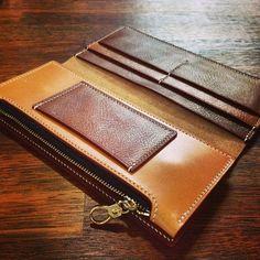 """""""숨겨진 #비밀 이 있는 #상남자 #상여자 의 지갑. #Leather #Wallet #Longwallet #stitch #leatherbone…"""