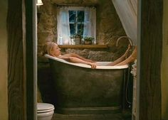 The Holiday movie cottage bathtub