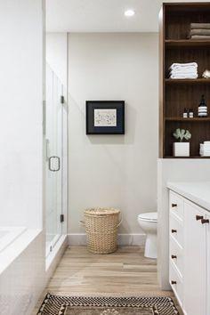 my scandinavian home: Make-over: Miami Penthouse Before & After Bathroom Renovations, Home Remodeling, Wood Look Tile Floor, Avenue Design, Bathroom Design Small, Bathroom Modern, Beautiful Bathrooms, Master Bathroom, Mediterranean Decor