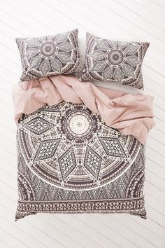 magical thinking 'petra geo medallion' duvet cover