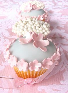 Wedding Cupcakes (from my signature collection) by kylie lambert (Le Cupcake), via Flickr