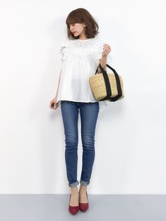 cocaのシャツ・ブラウス「ラッフルスリーブカットワークブラウス」を使ったeriko(ZOZOTOWN)のコーディネートです。WEARはモデル・俳優・ショップスタッフなどの着こなしをチェックできるファッションコーディネートサイトです。