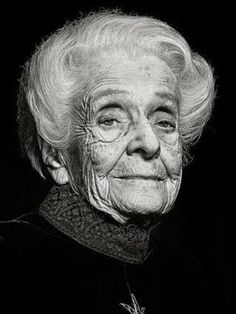Rita Levi-Montalcini was an Italian neurologist who, together with colleague Stanley Cohen, received the 1986 Nobel Prize in Physiology or Medicine for their discovery of nerve growth factor. Black And White Portraits, Black And White Photography, Human Life Cycle, Classic Portraits, Aboriginal People, Face Wrinkles, Face Photography, Old Age, Chiaroscuro