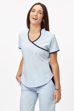 Jazmín Poly celeste con azul Scrubs Outfit, Scrubs Uniform, Nursing Clothes, Nursing Dress, Beauty Uniforms, Medical Uniforms, Womens Scrubs, Medical Scrubs, Boys Wear