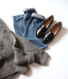 Черные лоферы, джинсы бойфренда, теплый свитер. Парижский базовый гардероб.