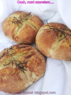 FOKHAGYMÁS LAPOSKENYÉR Cooking Recipes, Healthy Recipes, What's For Breakfast, Ciabatta, Bread Rolls, Winter Food, Scones, Baked Goods, Food And Drink