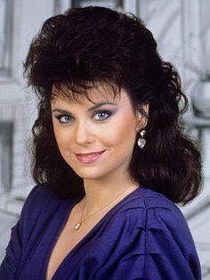 Delta Burke Autographed 8 X 10 Color Photo Dixie Carter, 1980s Hair, Delta Burke, Photography Poses Women, Southern Belle, Pretty Face, Designing Women, Blue Dresses, Short Hair Styles