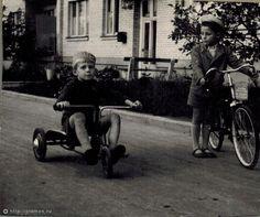 Фотография - Черемушки - Фотографии старой Москвы Moscow, Baby Strollers, Russia, Museum, Children, Photography, Baby Prams, Toddlers, Fotografie