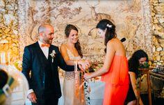 Rituel de cérémonie de mariage laïque : les rubans  Voir l'article complet de tous les rituels de mariage sur le blog www.une-belle-ceremonie.fr