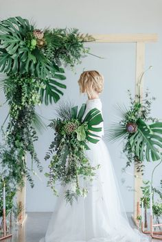 Click to get loads of greenery + copper wedding ideas, plus useful decor tips, inspo for minimalist styling, flower names, DIY projects + more!  http://www.confettidaydreams.com/greenery-and-copper-wedding-ideas/