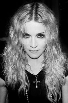 Madonna intriguing look Guy Ritchie, Sean Penn, Divas, La Madone, Celebrity Gallery, Portraits, Material Girls, Easy Hairstyles, Movie Stars