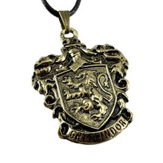 Gryffindor crest necklace. Colgante escudo de Gryffindor. Harry Potter.