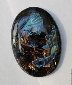 Роспись по камню ручной работы. Ярмарка Мастеров - ручная работа. Купить Рыбки петушки на астрофиллите. Handmade. Рыбки, петушки, сказка