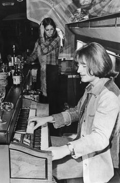 pinkfled:John Paul Jones plays the keyboard at Led Zeppelin's Starship while on tour, 1973.
